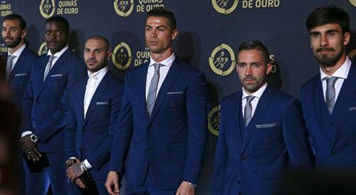 """Qua mặt Pepe, Ronaldo """"lên đỉnh"""" ở quê nhà - 1"""