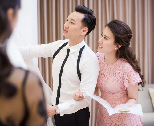 Hé lộ váy cưới cầu kỳ giá trăm triệu của vợ MC Thành Trung - 1