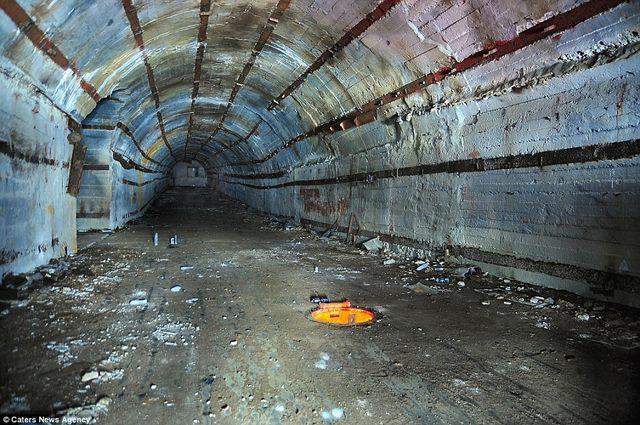 Bên trong hầm chống được hạt nhân chứa tàu ngầm Nga - 1