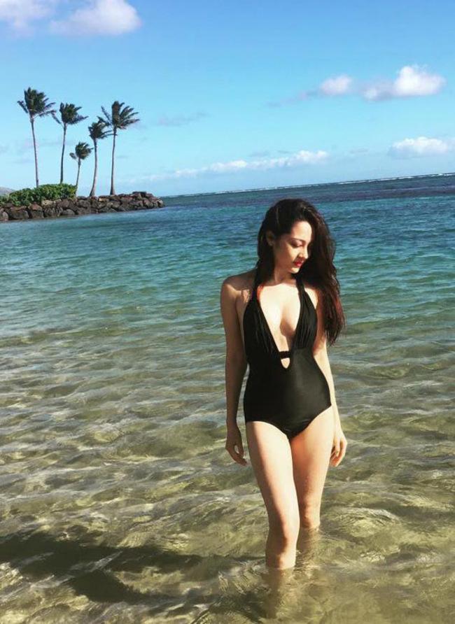 Thậm chí, thời gian gần đây, nữ ca sĩ sinh năm 1992 còn thường xuyên khoe dáng xinh đẹp trong trang phục bikini một mảnh cắt khoét bạo tay.