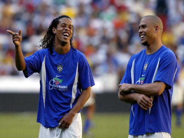 Tay chơi sân cỏ, Ronaldinho không đủ tuổi so với Ro