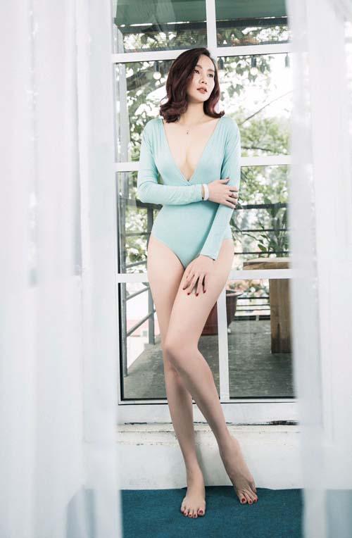 Dương Yến Ngọc sexy mê mệt khoe chân dài, ngực đầy tuổi 38 - 1