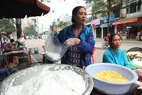 Dân Thủ đô xếp hàng mua bánh trôi, bánh chay ngày Tết Hàn Thực - 8