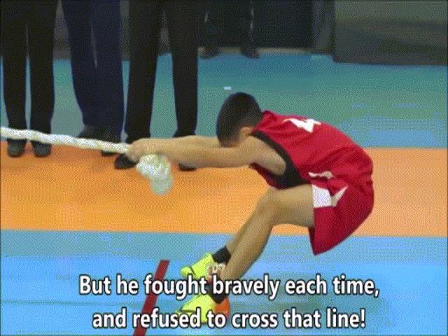 Ý chí của cậu bé này khiến hàng triệu người nể phục