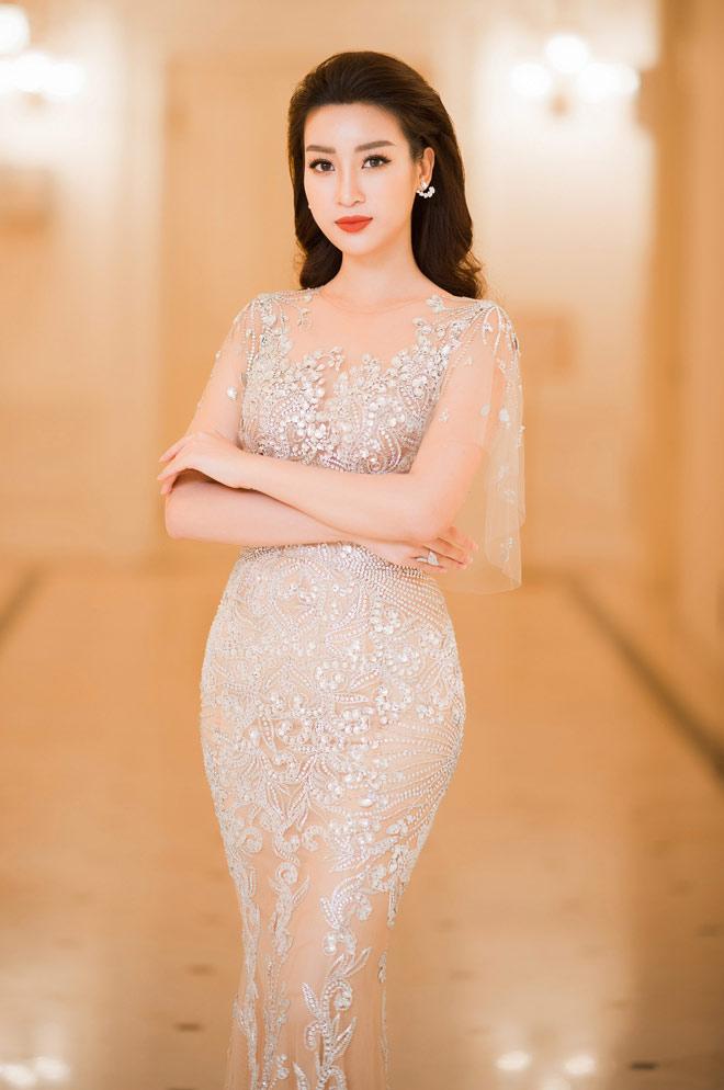 Chiếc váy táo bạo, mỏng manh nhất của Hoa hậu Đỗ Mỹ Linh - 1