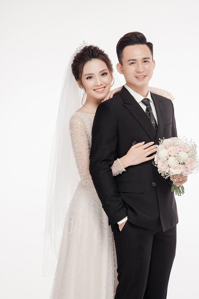 Ảnh cưới của người đẹp Hoa hậu Việt Nam cùng hot boy cảnh sát - 1
