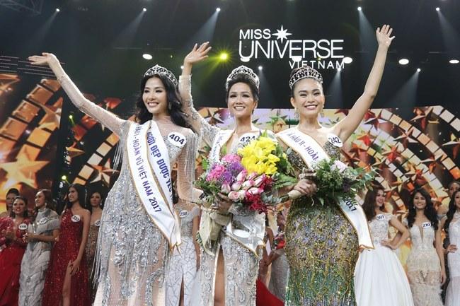 Khoảnh khắc đẹp mê hồn của top 3 Hoa hậu Hoàn vũ - 1