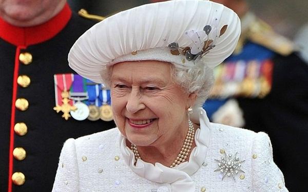 """""""Ngã ngửa"""" với mức lương thấp đến khó tin của đầu bếp hoàng gia Anh - 1"""