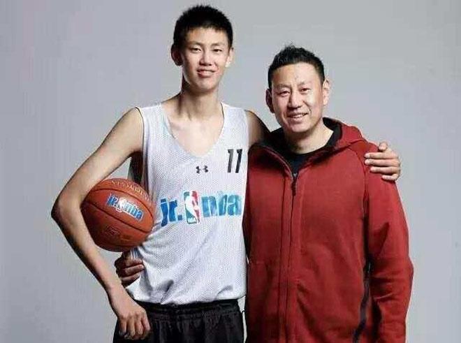 Thần đồng châu Á 15 tuổi 2m11: Thế giới phát cuồng, Trung Quốc hả hê - 1