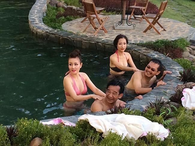 """Không riêng gì Linh Miu, nhiều hot girl và DJ khác cũng theo guồng quay của làn sóng người đẹp rủ nhau đi diễn hài. Tuy nhiên, khán giả đang ngày một """"bội thực"""" và trở nên chán ngán với các cảnh phim này."""