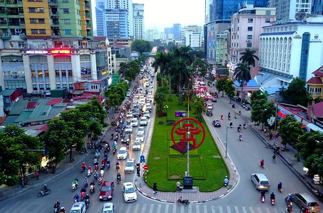 Bị xén 3/4 thảm cỏ, đường đẹp nhất Việt Nam có giữ được danh hiệu? - 1
