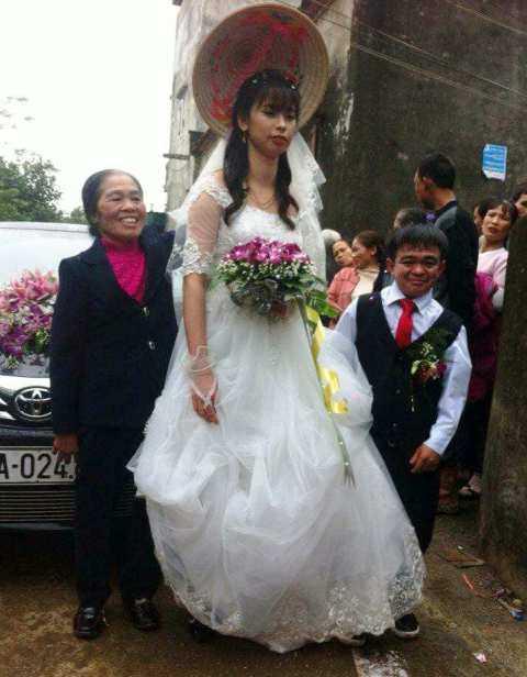 Chú rể 1m hạnh phúc bên cô dâu xinh xắn 1m6 ở Hà Nam - 1