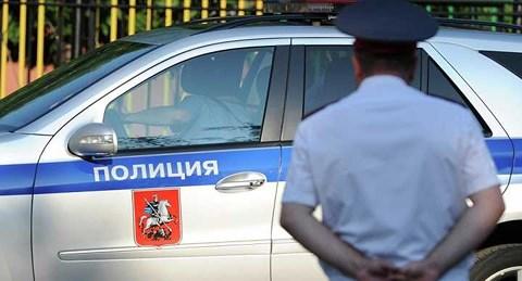 Video: Cảnh sát Nga truy đuổi, bắn xe vi phạm như phim hành động - 1