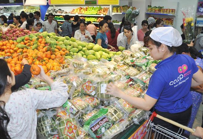 Hệ thống siêu thị Co.opmart bắt đầu giảm giá hàng hóa tết - 1