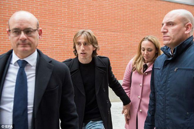 Tin HOT bóng đá tối 10/1: Sao Real nộp 27 tỷ VNĐ chạy án tù - 1