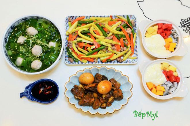 Thực đơn cơm trưa với sườn kho và canh cải ấm lòng ngày gió lạnh - 1