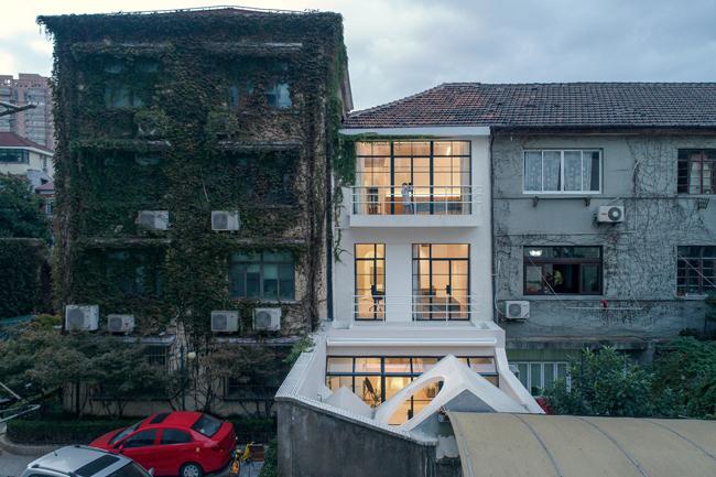 Căn nhà ống này nằm trong một khu phố cũ ở thành phố Thượng Hải, Trung Quốc.