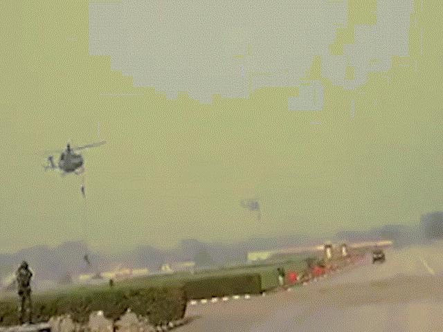 Dây đứt, 3 binh sĩ Ấn Độ rơi từ trực thăng xuống đất