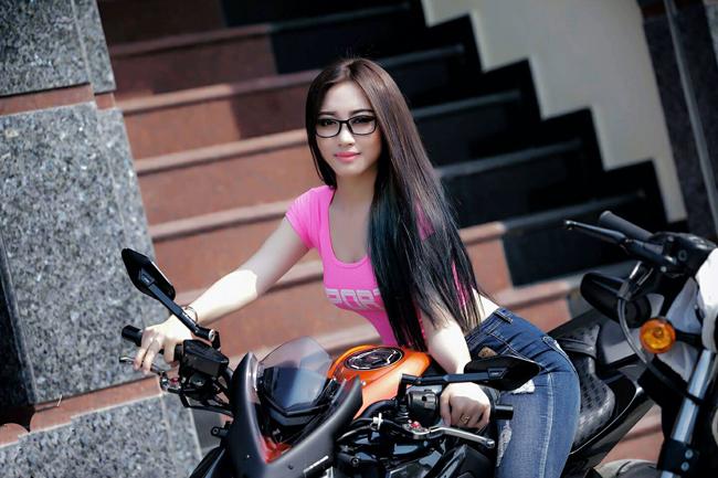 Vóc dáng nóng bỏng của Huỳnh Mai được khen ngợi hết lời.