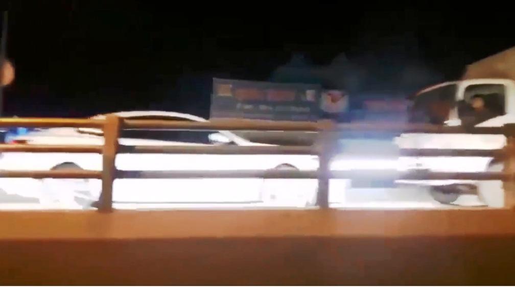 Nữ tài xế phóng ô tô ngược chiều lên cầu vượt và cái kết không ngờ - 1