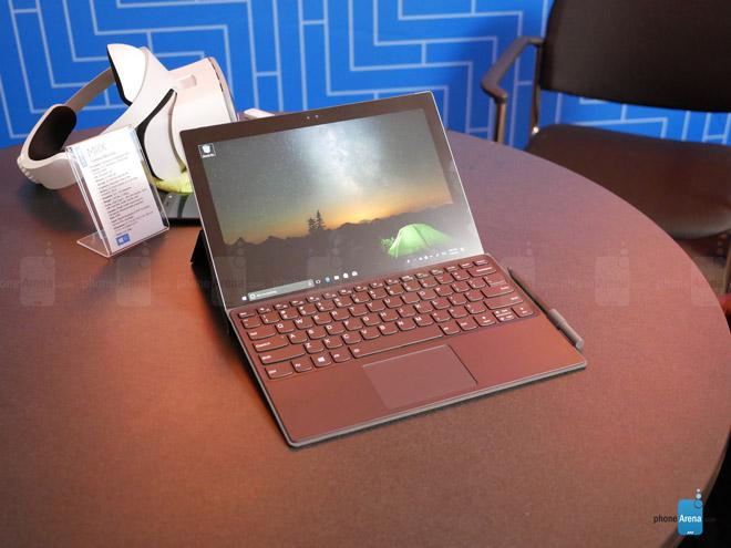 Laptop chạy chip di động Lenovo Miix 630 giá 18,1 triệu đồng - 1