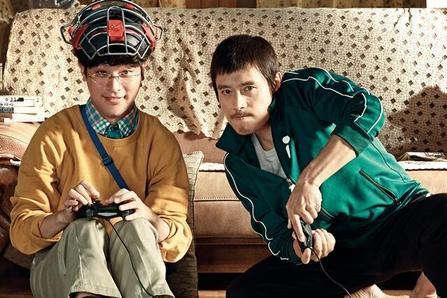 """Lee Byung Hun """"lột xác"""" bên cạnh cậu em trai đặc biệt - 1"""
