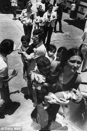 Người đàn ông Anh gốc Việt đoàn tụ với mẹ già ở VN sau 43 năm - 1