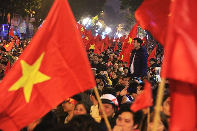 Gái trẻ khỏa thân ăn mừng U23 Việt Nam chiến thắng gây phẫn nộ - 1