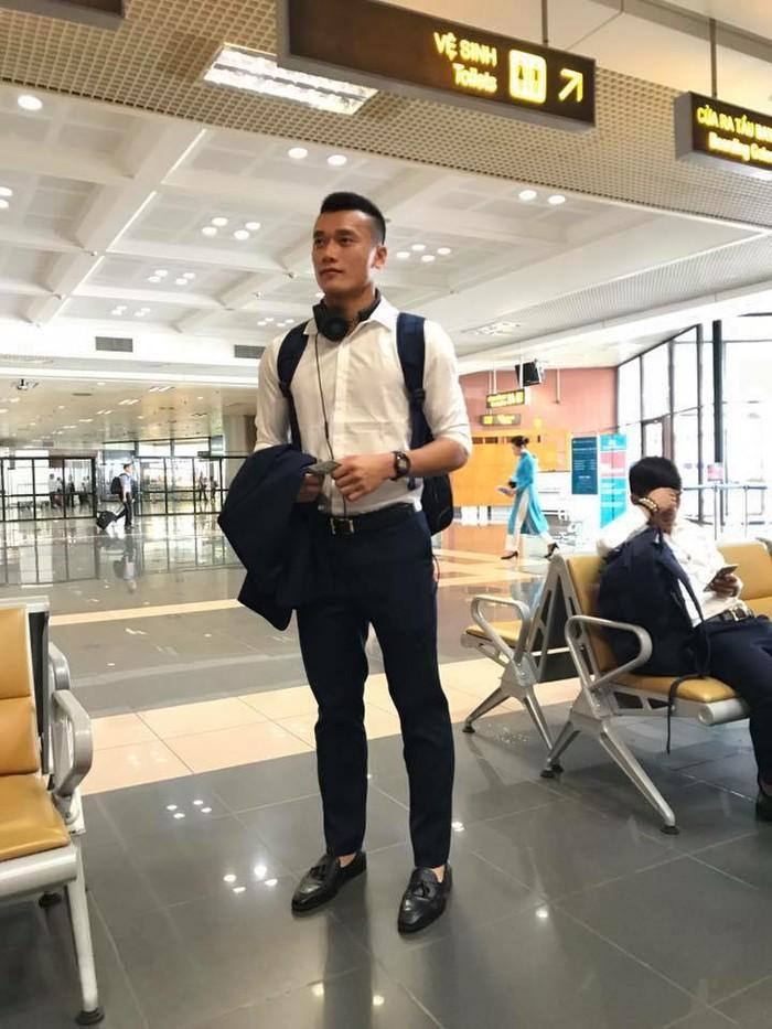 """Phong cách """"chuẩn soái ca"""" của thủ môn Bùi Tiến Dũng U23 VN - 1"""