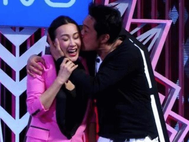 """""""Lệnh Hồ Xung"""" gây phẫn nộ vì ngang nhiên cưỡng hôn Lưu Gia Linh"""