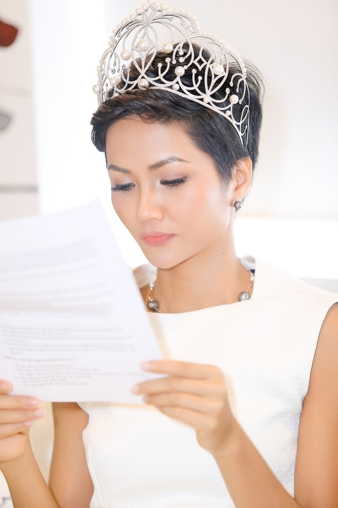 """Hoa hậu H'Hen Niê: """"Tiếng Anh là cản trở lớn nhất"""" - 6"""