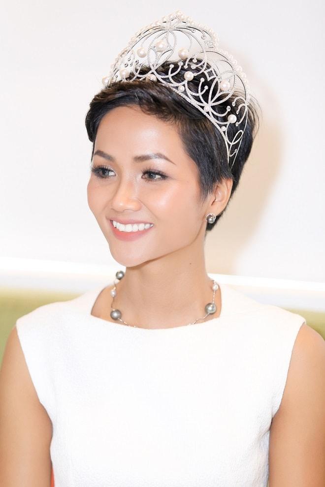 """Hoa hậu H'Hen Niê: """"Tiếng Anh là cản trở lớn nhất"""" - 7"""