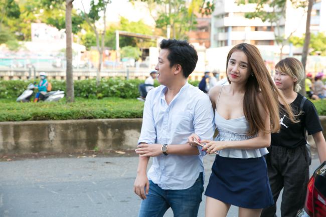 Khi đi bên Trường Giang, Nhã Phương luôn rạng rỡ, xinh đẹp hết phần các cô gái khác.