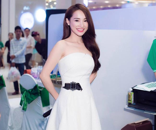 Phong cách thời trang của Nhã Phương được khen ngợi vì vẻ quyến rũ, không hở hang nhưng vẫn sexy.