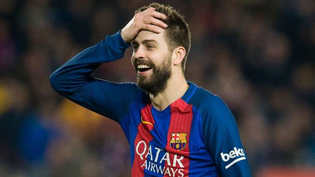 1. Gerard Pique: Theo tạp chí La Vanguardia, tiền vệ nổi tiếng điển trai và tài năng người Tây Ban Nha của đội tuyển Barcelona có chỉ số IQ 170. Sở hữu chỉ số IQ cực khủng này đã khiến Pique nằm trong top 0.001% những người thông minh nhất thế giới, cao hơn so với đại thiên tài Albert Einstein (IQ khoảng 160). Với chỉ số IQ cực khủng này, Pique được ca ngợi là cầu thủ bóng đá có chỉ số IQ cao nhất thế giới.