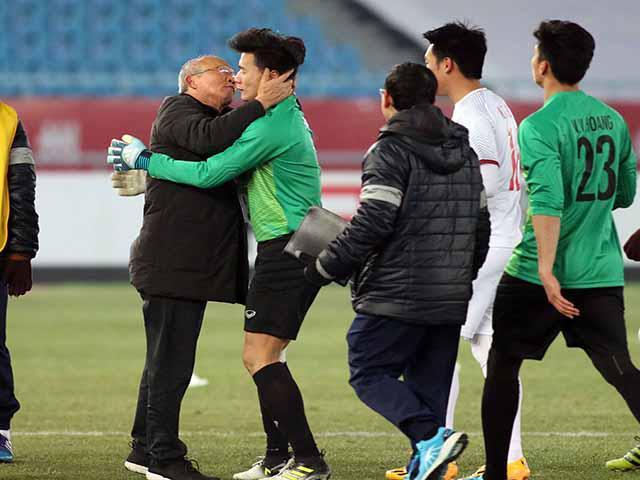 """U23 Việt Nam vỡ òa sung sướng, HLV Park Hang Seo lại """"chạy trốn"""""""