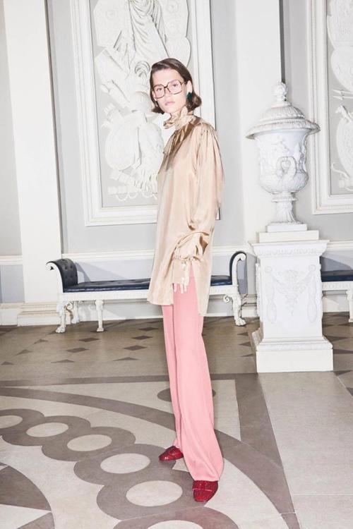 Ngược đời: Thương hiệu bắt người mẫu tăng cân mới được làm việc tiếp - 1