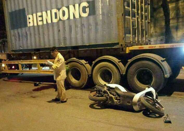 CĐV đi cổ vũ U23 Việt Nam tử vong do container cán - 1