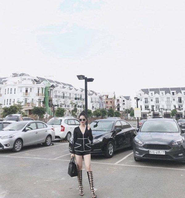 """Bạn gái hậu vệ Vũ Văn Thanh đẹp như hoa hậu, chơi đồ hiệu """"sang chảnh hết nấc"""" - 7"""