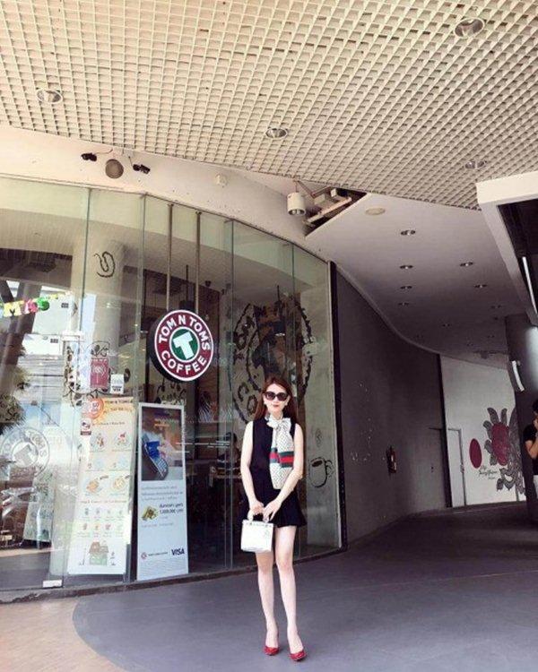 """Bạn gái hậu vệ Vũ Văn Thanh đẹp như hoa hậu, chơi đồ hiệu """"sang chảnh hết nấc"""" - 5"""