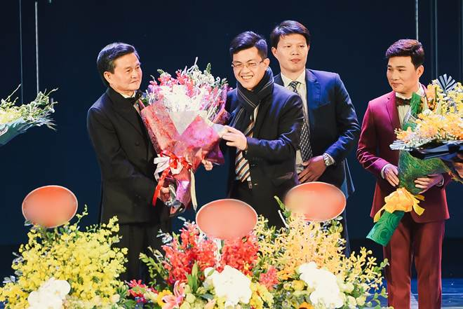 Lý do Tùng Dương bỏ hát trong Gala U23 Việt Nam - 1