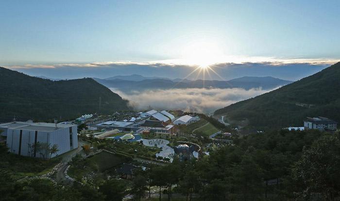 Tất tần tật những điểm ăn chơi thú vị tại quê hương HLV Park Hang-seo - 1