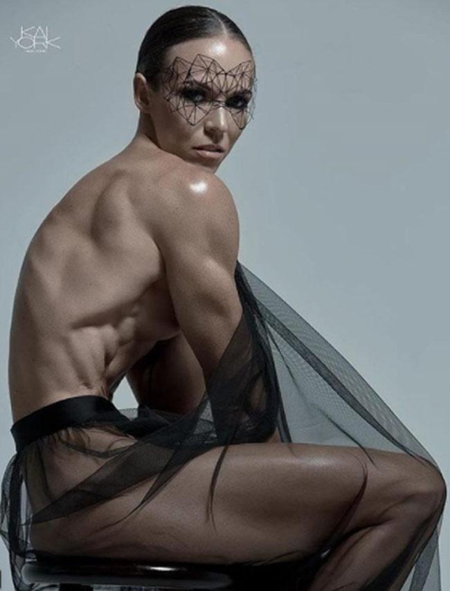 Tuy nhiên, cơ thể phụ nữ không chứa đủtestosterone để xây dựng cơ.