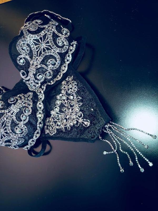 Giới siêu giàu chi tiền tỷ mua đồ lót đính kim cương tặng bạn gái mùa Valentine - 1