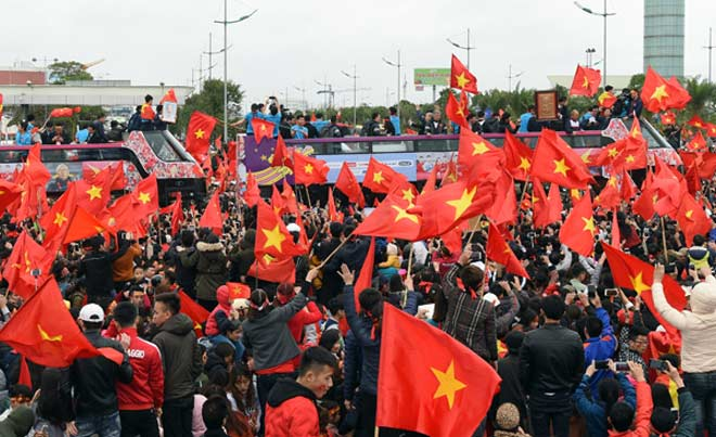 Bày cách để bóng đá Việt Nam kiếm tiền bền vững - 1