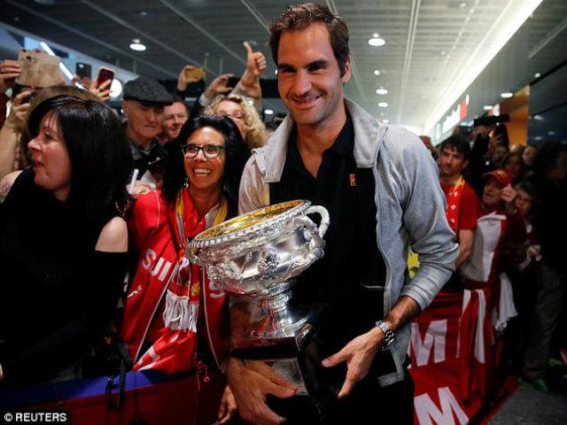 """Federer khoe Grand Slam thứ 20: """"Vinh quy bái tổ"""" giữa vòng vây người hâm mộ"""
