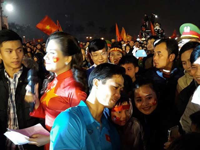 U23 Việt Nam về quê: Vinh quy bái tổ, rạng rỡ người hùng
