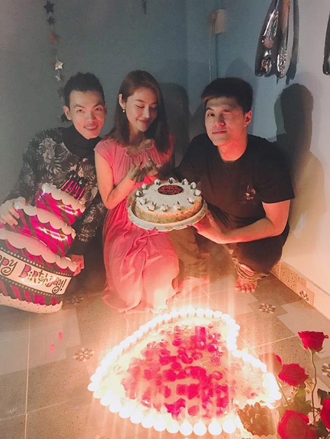 """Trong tiệc sinh nhật gần đây của """"đệ nhất mỹ nữ Việt Nam"""", Lâm Vinh Hải cũng có mặt chung vui cùng bạn gái cũ và bạn bè chung."""