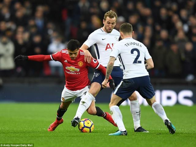 MU ôm hận Tottenham: Mourinho và canh bạc thất bại với Sanchez