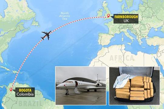 Máy bay chở 0,61 triệu USD tiền mặt bị cướp - 1